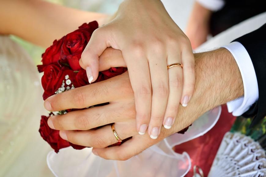 Auguri Matrimonio Galateo : Fedi nuziali tipologie di scelta credenze e galateo